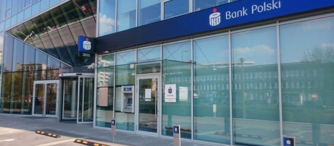 Zgarnij darmowe bony zakupowe do sklepów 4F z darmowym kontem osobistym